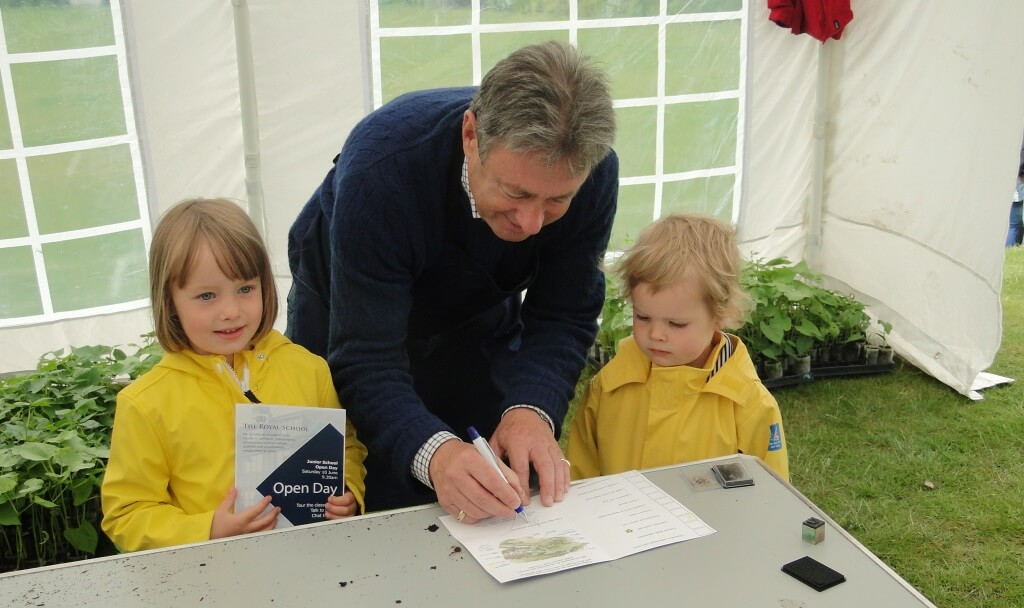 Alan Titchmarsh opens young eyes to the wonder of nature